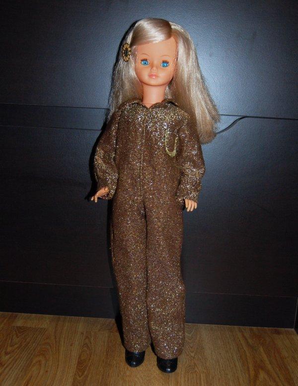 cathie tenue de présentation 1980