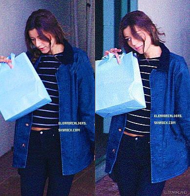 Le 28 Octobre 2013 ~ Eleanor a été vue avec son petit-ami, Louis Tomlinson, arrivant à la salle de concert, de Melbourne.