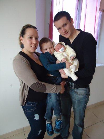 ♥  Adriane ♥ 14 Aout 1991 ♥ En Couple ; Fiancée & Maman ♥