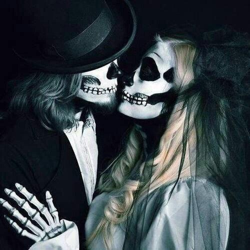 Elle l'aimait, lui criait... Il ne l'aimait pas, l'a faisait espérer... Elle à tenté de se suicider... Il à oublié qu'elle existait.