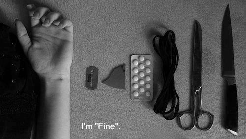 J'abuse des médicaments comme la lame abuse de ma peau.