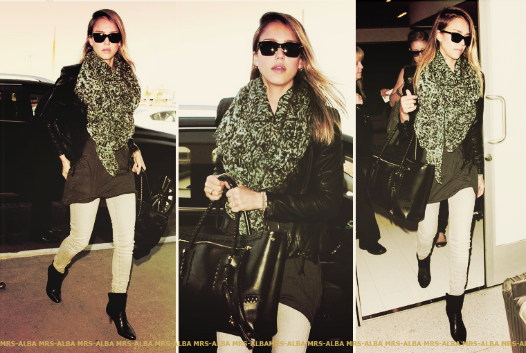Jessica Alba arrivant à l'aéroport
