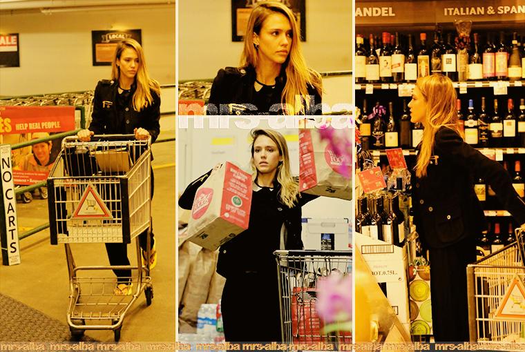 Jessica Alba faisant ses courses à Whole Foods