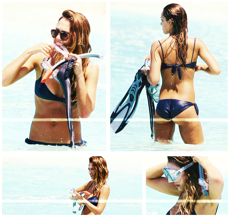 Jessica Alba s'amusant comme une enfant à St Barts #JessicaAlba #People #StBarts #Fashion #Sexy #Canon