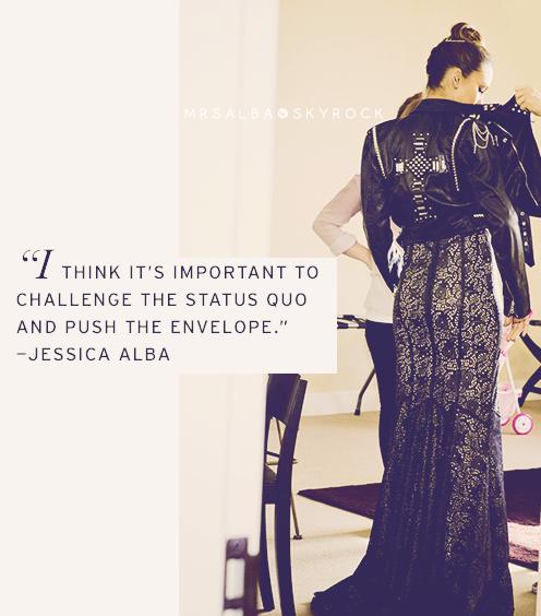 Préparation du look de Jessica Alba pour le MetBall partie 2 #JessicaAlba #People #Fashion @JessicaAlba #ToryBurch #MetGala