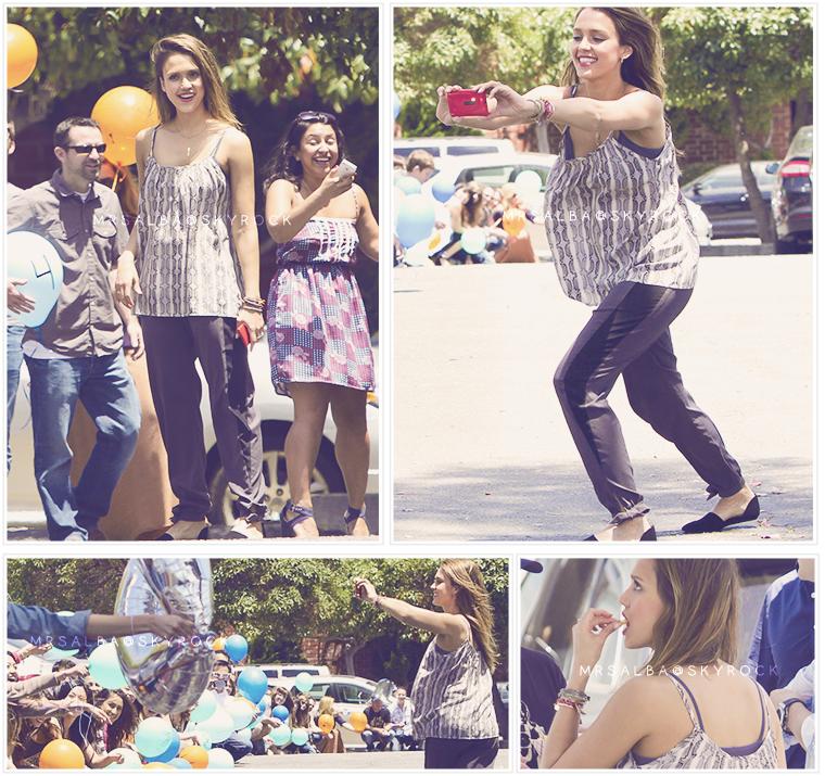 Jessica Alba fêtant l'arrivée du 100ème salarié de son entreprise, The Honest #JessicaAlba #People #Fashion #Instagram #Twitter #TheHonestCompany @JessicaAlba @TheHonestCompany
