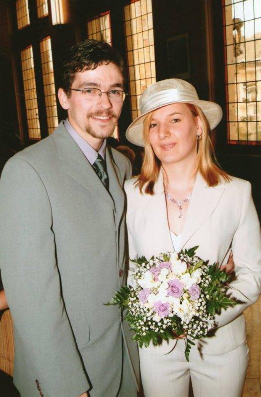 NOUS SOUHAITONS UN BON ANNIVERSAIRE  POUR LEURS 13 ANS  DE MARIAGE A SABRINA ET MICKAEL