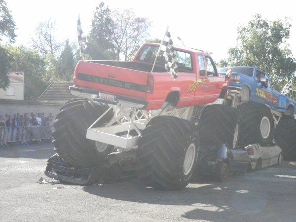 Suite  monster truck