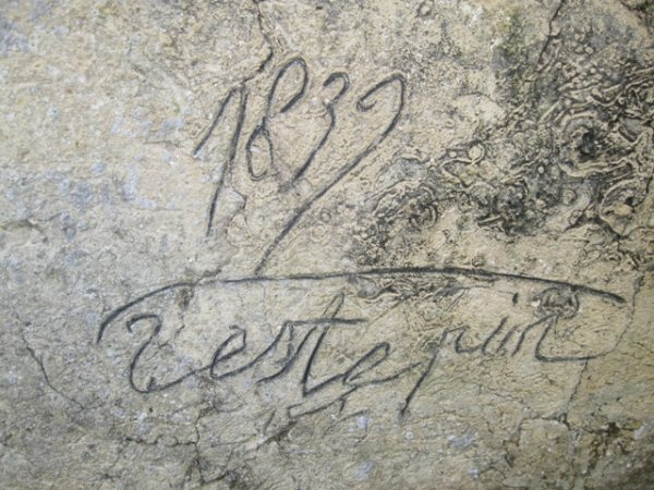 Une signature sur la façade