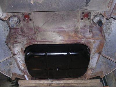 Le réservoir grosse galère .......................Peugeot 203 de 1949