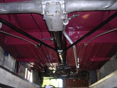 Dessous de la coque, remontage pont et freins ........Peugeot 203 de 1949