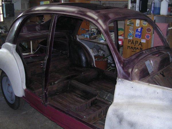 Ponçage intérieur et carrosserie arrière ..................Peugeot 203 de 1949