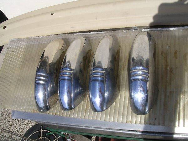 Préparation et remontage des chromes et autres ornements.