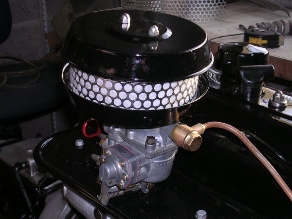 Pompe à essence et carburateur.