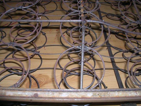Préparation des sièges avant travaux de sellerie.