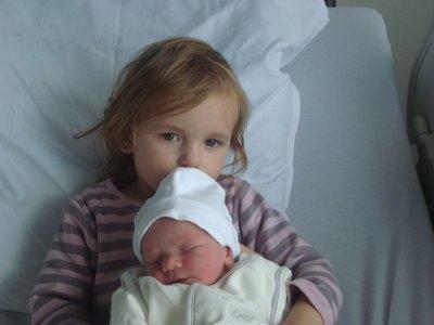 mon petit frére  matheo et sa grande soeur taylor