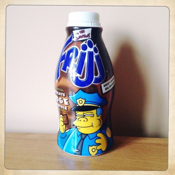"""Rares bouteilles de Milshake """"Frijj"""" Simpson anglaises de 2003"""