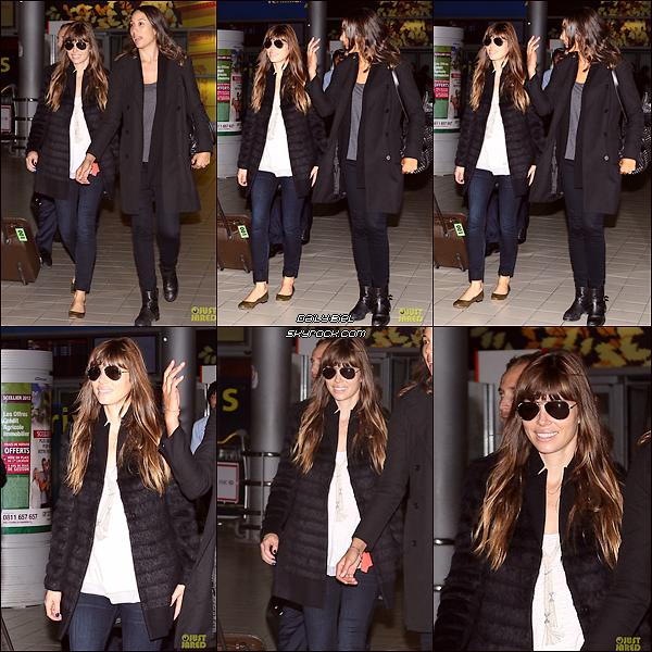Le 06/10 : Jessica a été aperçue arrivant à l'aéroport de Charles de Gaulle à Paris