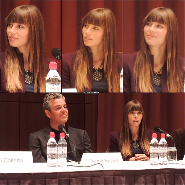 """Le 17/11 : Jessica était présente à une conférence de presse pour """"Hitchcock"""" à New York On voit pas très bien comment elle est habillée et la qualité est pas terrible mais elle est encore une fois très souriante et très naturelle."""