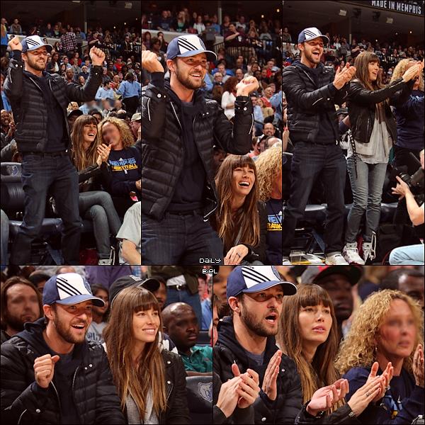 Le 23/11 : Jessica et Justin ont été aperçu à un match de Basket 'Los Angeles Lakers VS Memphis Grizzlies'Jessica est magnifique. J'adhère avec tout son look, j'aime tout sans exceptions. Alors je lui accord un TOP sans hésiter.