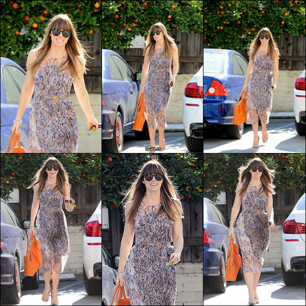 """Le 09/02 : Jessica a été aperçue rejoignant la """"Baby Shower""""  de son amie Beverley Mitchell, à West Hollywood  J'aime énormément la robe que Jess porte, elle est vraiment superbe puis ce style de robe au dessous du genou va très bien à la morphologie de Jess. Elle a un sac totalement magnifique. Un TOP."""