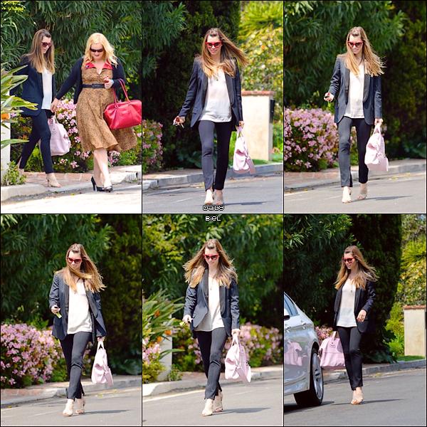 Le 03/04 : Jessica a été aperçue, avec Michelle Purple, quittant la maison d'une amie, à Santa Monica