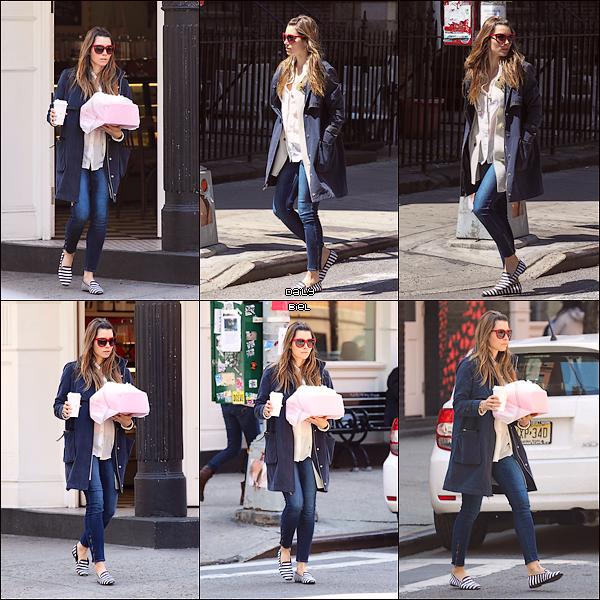 Le 26/04 : Jessica a été aperçue, encore une fois mais cette fois-ci seule, dans les rues de New York