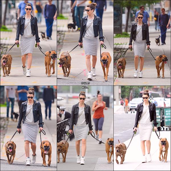 Le 22/05 : Jessica a été aperçue se baladant avec Tina et Brennon dans les rues de New York