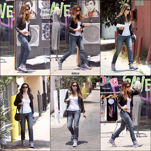 Le 01/07 : Jessica a été aperçue dans les rues de Los Angeles