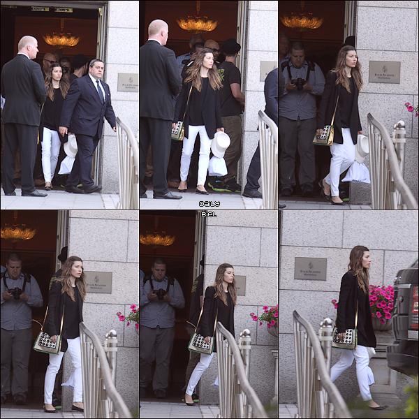 """Le 10/07 : Jessica a été aperçue quittant l'hôtel """"Four Seasons"""" à Dublin, Irelande"""