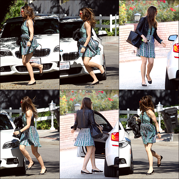 "Le 25/07 : Jessica a été aperçue quittant le salon de beauté ""Bellacures"" à Studio City, Californie"