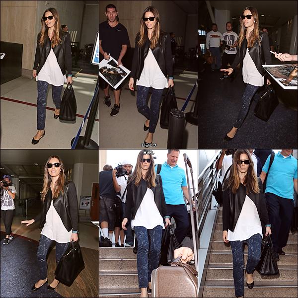 Le 11/09 : Jessica a été aperçue rejoignant l'aéroport JFK de New York pour rejoindre LAX à Los Angeles