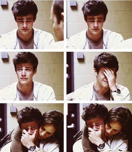Le rire d'une fille est plus joyeux que celui d'un garçon, mais la larme d'un garçon est plus poignante que celle d'une fille.