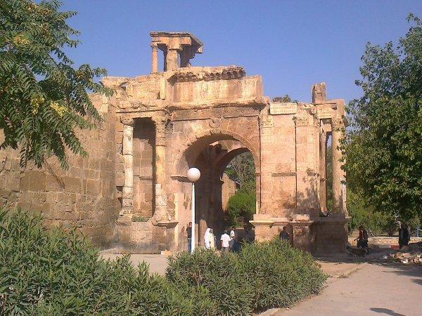 *suit de visit* la villede tbessa