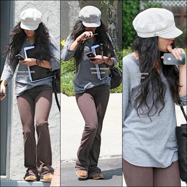 . 29 juin 2010 : Plus tard dans la journée, Vanessa a été vue quittant la maison d'un ami.  .