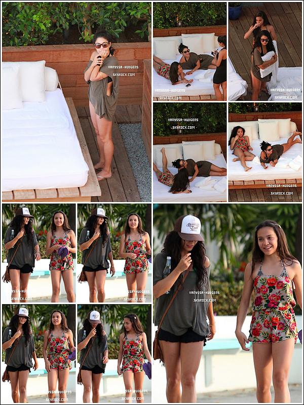_'       _'Holiday with sister, and walk by the beach ... ☼       16/10/10 : Baby.V et sa soeur, prenant du bon temps allongées sur un canapé  commandant à boire et à manger  et ont été vu à marchant près de la plage à Honolulu. ___ Rien qu'ça !   .