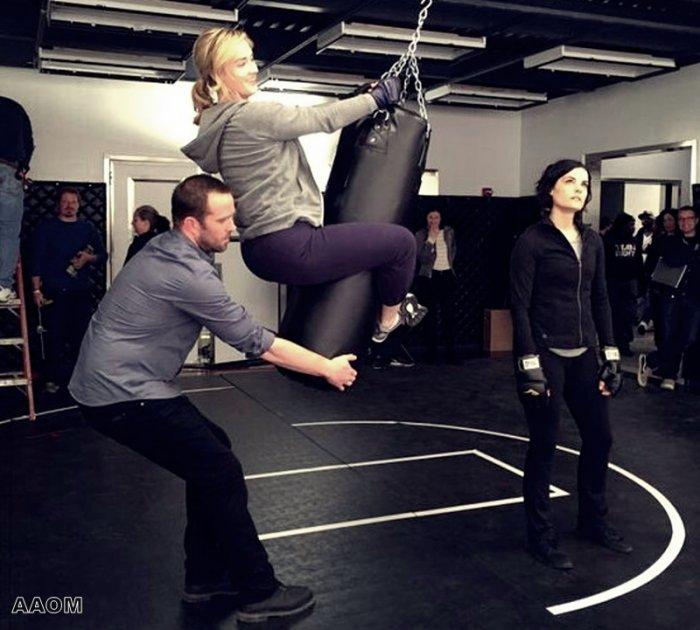 Ashley Johnson  BLINDSPOT behind the scène