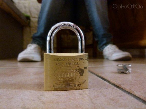 Il parais que je suis enfermée dans ton coeur , tu veux la clef pour me libérer ?