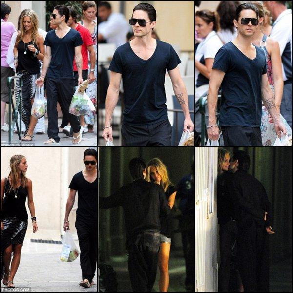 *  Le 17 Juillet : Jared en vacance a ST Tropez avec une mystérieuse blonde