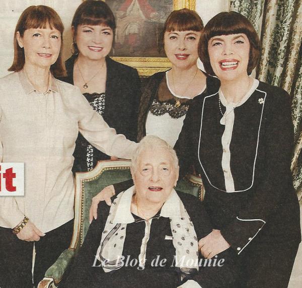 Mireille En Compagnie De Trois De Ses Soeurs Réjane Marie France