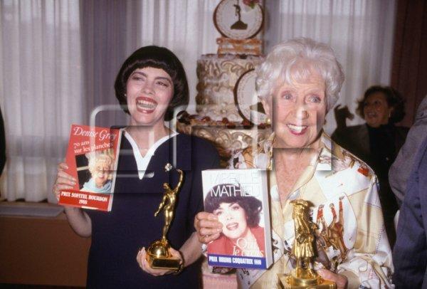 Mireille Mathieu et l'actrice Denise Grey présentent leurs livres en 1988