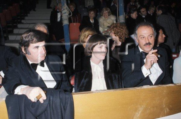 Mireille Mathieu ,  Pierre Salinger et Jacques Médecin au cirque Bouglione le 27 avril 1976 à Paris