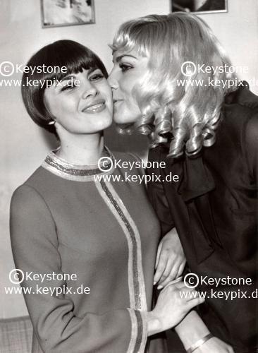 Mireille Mathieu  et Kiki Caron à l'Olympia  en  1967