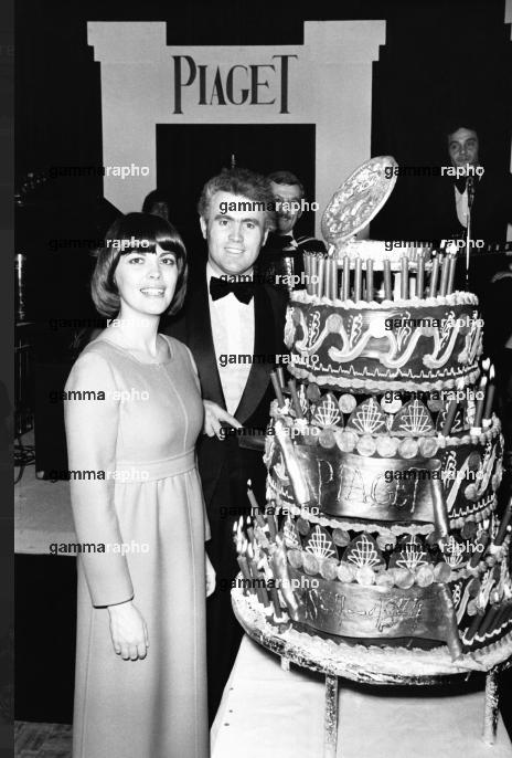Mireille Mathieu et Yves Piaget, le directeur de la celèbre marque d'horlorgerie suisse en 1974