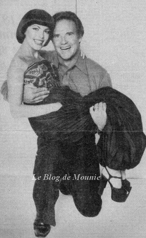 """Mireille Mathieu et """"Monsieur Univers"""" de l'époque"""