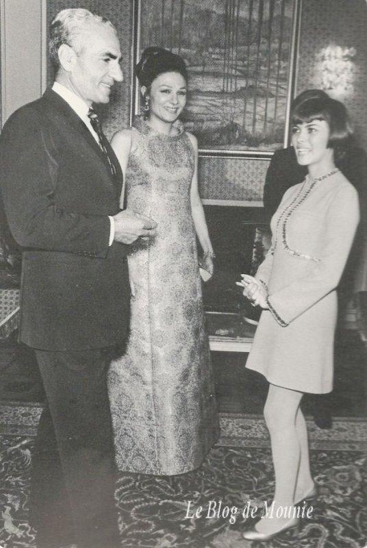 Le Shah d'Iran et son épouse Farah Diba et Mireille Mathieu