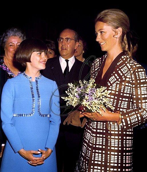 Mireille Mathieu et la Reine Paola de Belgique