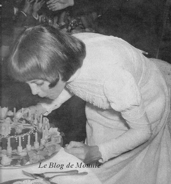 Mireille souffle ses bougies d'anniversaire
