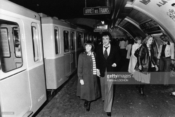 Mimi et Michel Sardou dans le métro