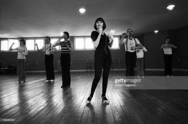 En répétition avec ses danseurs pour un spectacle